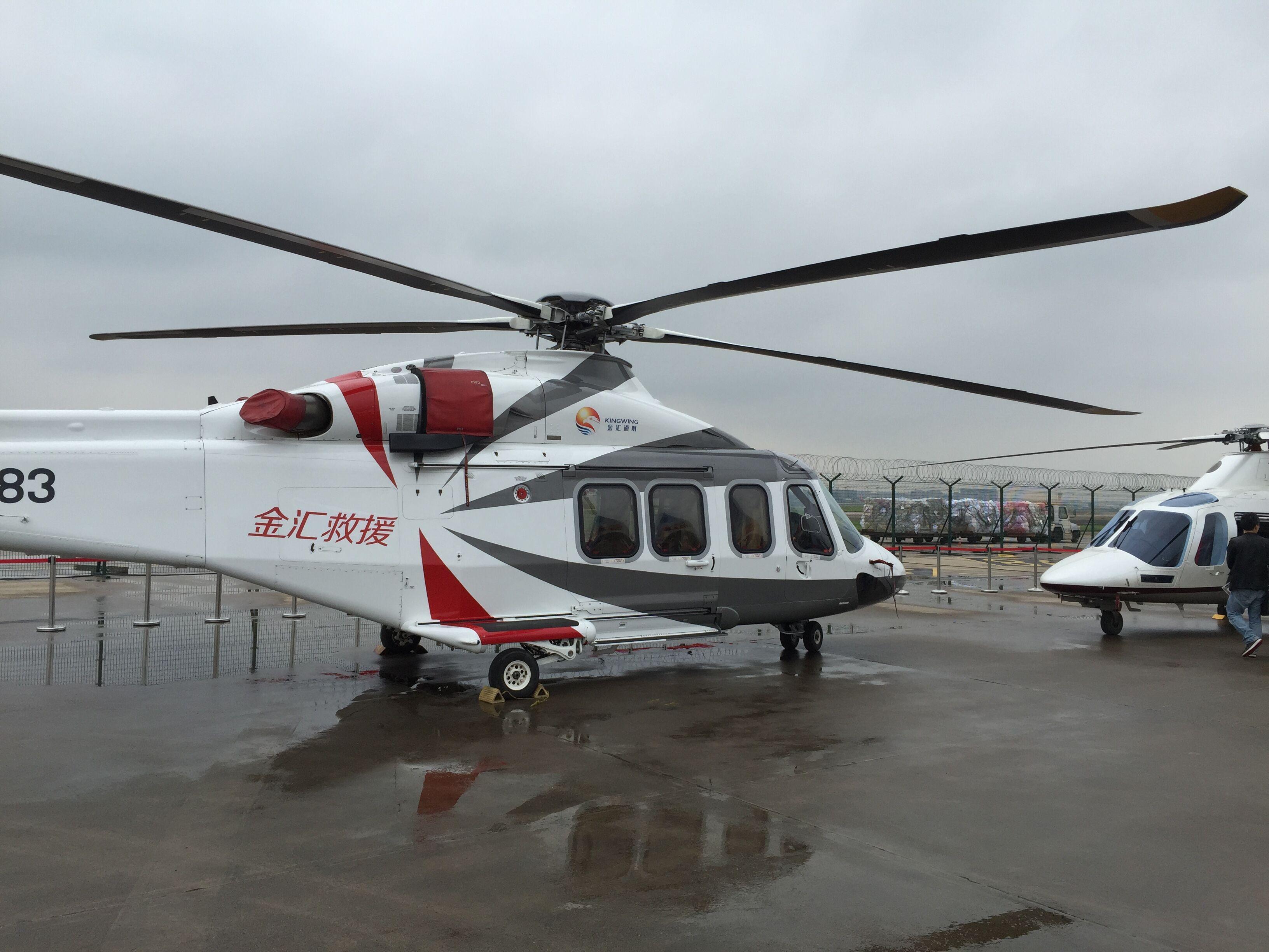 """新款公务机亮相中国 达索航空是一家全球领先的航空公司,业务遍及五大洲 90 多个国家。该公司生产""""阵风""""战斗机,以及猎鹰系列公务机。在此次展会上,达索航空的全新旗舰机型猎鹰8X登场亮相,迎来众人瞩目。这是该款超远程三引擎公务机于中国首次亮相,也是首架配备全套内饰的猎鹰8X公务机。8X序列号03已经进行了为时四个星期的环球飞行测试,航程达55,000海里(101,860公里),旨在模拟客户在未来运营中可能面对的各种环境的极端情况。环球飞行测试期间将执行65次不同的飞行任务,飞行距离从"""