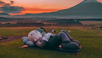 《KAWS:HOLIDAY》第四站登陆日本富士山